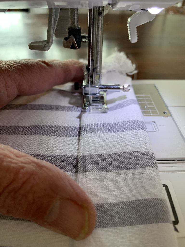 sewing machine sewing tablecloth sleeve