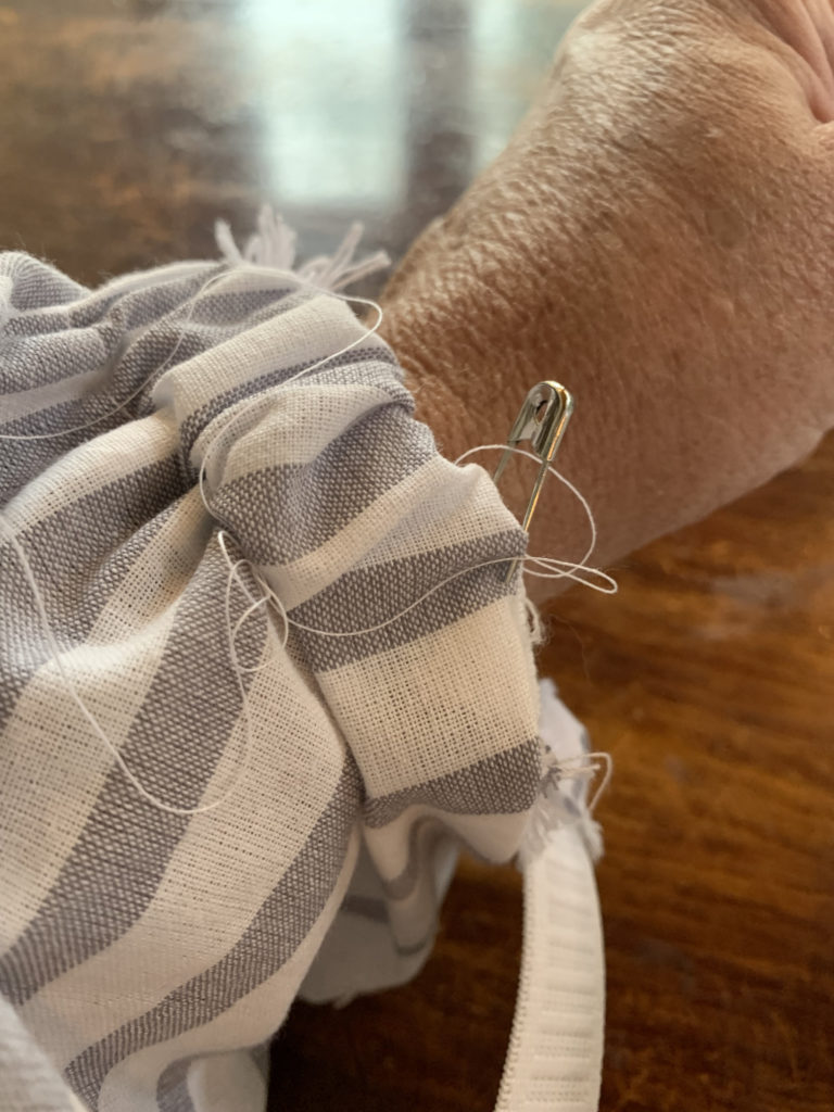 tablecloth sleeve with pin